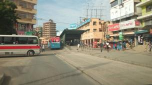 Hapa ni katika Kati ya jiji la Dar es Salaam likiwa kimya wakati siku za kawaida Watu hupishana kwa kupita upande upande