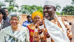 Shugabar kasar Laberiya Ellen Johnson Sirleaf tare da gwamnan jihar Imo Rochas Okorocha lokacin da ta kai ziyara jihar ranar Juma'a