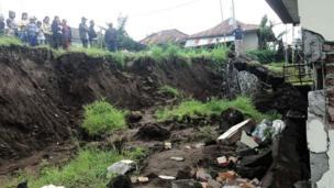 Bali, longsor, bencana alam