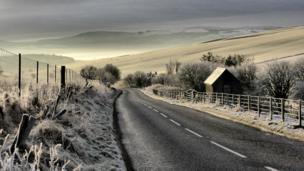 Fog, snow and ice between Auchleven and Keig