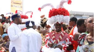 Aṣọ àti àwọn ìlẹ̀kẹ̀ tó j'ojú ní gbèsè n pe ara wọn rán níṣẹ́ ní Calabar Carnival 2018