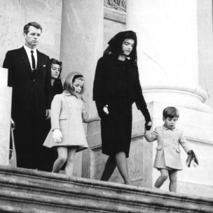 Jackie Kennedy leaves US capitol with her children and Robert Kennedy