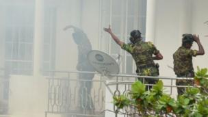 Bomu lilipuka wakati vikosi maalum lilipukua likifanya msako katika nyumba moja karibu mjini Colombo