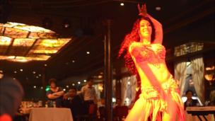 Une danseuse à Horreya, bar culte à quelques pas de la place Tahrir.