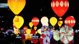 Güney Kore'nin başkenti Seul'deki yeni yıl kutlamalarında çok sayıda balon uçuruldu