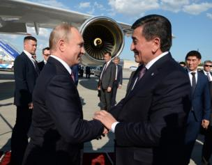 Эл аралык «Манас» аэропортунан Владимир Путинди президент Сооронбай Жээнбеков өзү тосуп чыкты