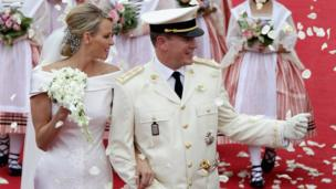 Prince Albert II and Princess Charlene smile on the red carpet