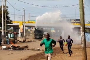 police use water cannon to drive crowd wey clash with dem for Kisumu during di presidential election re-run.