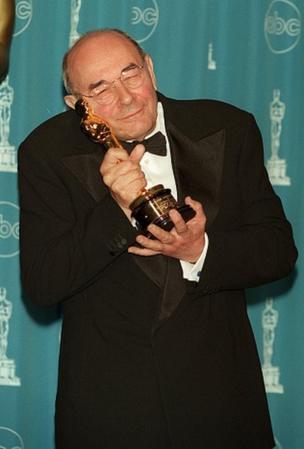 دانن در سال ۱۹۹۷ جایزهی اسکار افتخاری دریافت کرد
