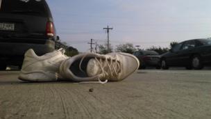 tenis sobre la calle