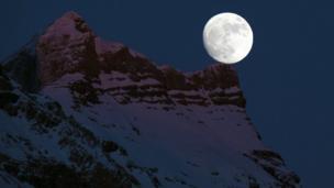 La luna vista desde Suiza