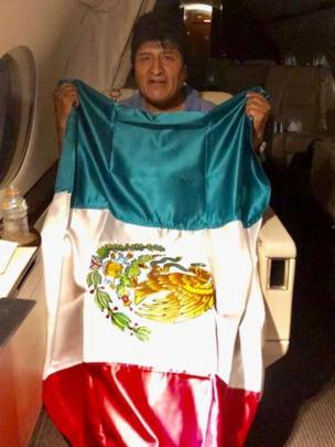 Evo Morales en el vuelo rumbo a México