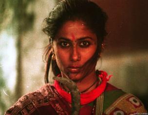 મિર્ચ મસાલા ફિલ્મના દૃશ્યમાં સ્મિતા પાટિલ