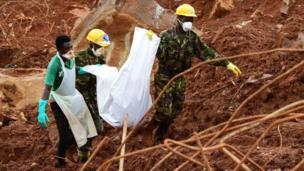 Sierra Leone : 500 morts et 600 portés disparus lors des dernières inondations et glissements de terrain.