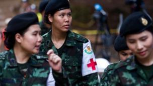 لا يزال الأطباء العسكريون في الموقع في ظل استمرار مهمة الإنقاذ