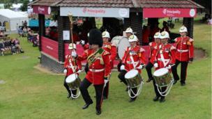 Band, yn y bandstand