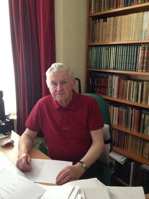 Dr J. Elwyn Hughes
