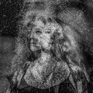Retrato de una mujer en varios ángulos.