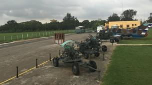 Trưng bày vũ khí, xe pháo và máy bay trong khu vực của Pháo đài Castillo de la Real Fuerza