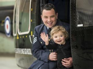 El sargento Mike Fellows con su hija Ivy