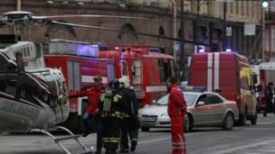 """Петербург, скопление пожарных машин у метро """"Сенная площадь"""""""
