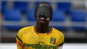 وقبل ستة أيام، كان فريق مالي لكرة القدم لذوي الإعاقة البصرية في مدريد لمواجهة البرازيل في بطولة العالم لكرة القدم للمكفوفين.