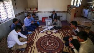 صندوق های سیار انتخابات در روستاهای مراوه تپه - گلستان