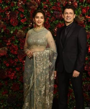अभिनेत्री माधुरी दीक्षित अपने पति डॉक्टर श्रीराम माधव नेने के साथ