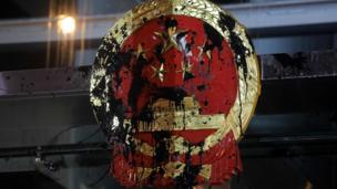 中国中央政府驻香港机构的国徽被涂污