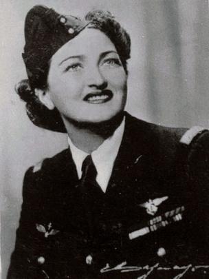 Margot Duhalde, piloto chilena. Foto cortesía del Museo Nacional Aeronáutico y del Espacio de Chile.