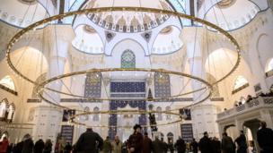صورة من داخل المسجد