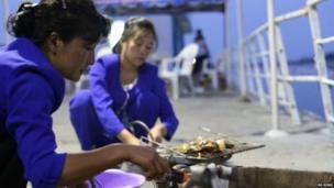 क्लैम्ज नावाचा समुद्री मासा इथं खूप लोकप्रिय आहे. पण, याच्या उत्पादनातील बहुतांश हिस्सा निर्यात केला जातो.