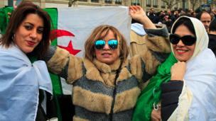 Seulement, beaucoup d'Algériens sont persuadés que le chef de l'État, octogénaire à la santé fragile, n'est qu'une façade utilisée par un groupe d'hommes d'affaires, de politiciens et de militaires considérés par certains observateurs comme les dirigeants réels du pays.