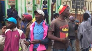 Baadhi ya watu wa kurandaranda mitaani wakisubiri kuhesabiwa