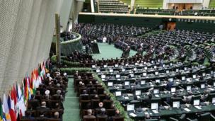 مراسم تحلیف در ساختمان مجلس ایران واقع در میدان بهارستان تهران برگزار شد