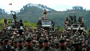 Venezuelan troops in different fatigues and carrying various weapons attend the press conference given by Defence Minister general Vladimir Padrino Lopez at Fort Tiuna in Caracas on August 14, 2017.
