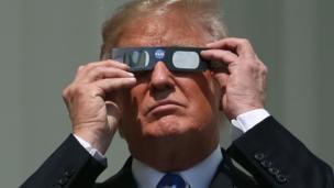 ABD Başkanı Donald Trump da güneş tutulmasını izleyenlere katıldı.