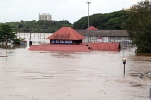 રાજ્યના 22 ડેમોના દરવાજા ખોલી નાખતા શહેરોમાં પાણી ઘૂસી ગયું