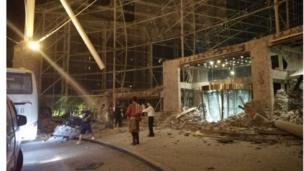 九寨溝景區附近受損的酒店大門