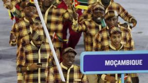 Le Mozambique a choisi de gros carreaux pour le défilé.