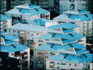 El techo de un complejo de viviendas