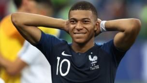 Le footballeur français Kylian Mbappé s'est engagé à faire don de sa prime à des organisations caritatives.