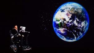 Em 24 de março de 2017, holograma de Stephen Hawking foi fotogradado em Hong Kong enquanto ele falava do Reino Unido.