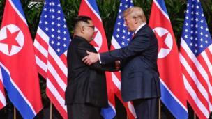 این نخستین بار است که یک رئیسجمهور آمریکا با یک رهبر کره شمالی دیدار میکند.