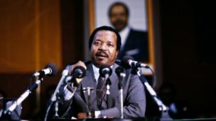 President of Cameroon Paul Biya dey talk to tori people when im visit in Paris on February 07, 1985.