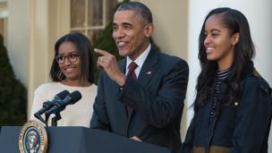 President Obama and daughters at 2015 Turkey Pardoning