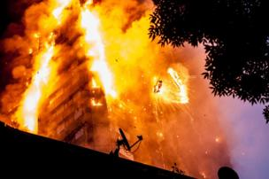 مشهد من حريق برج غرينفيلد في لندن