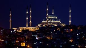 صورة جوية للمسجد ليلا