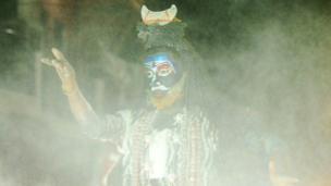 આ ફોટોગ્રાફ અલ્હાબાદમાં યોજાયેલી રામલીલામાં જ્યારે ભગવાન શિવનો સંવાદ આવે છે, તે સમયની છે.
