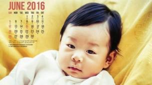 """ผู้ใช้เฟซบุ๊กคนหนึ่งเขียนว่า """"ทารกทุกคนล้วนมีความน่ารัก แต่เจ้าชายน้อยแห่งภูฏานทรงขโมยหัวใจของฉันไปเสียแล้ว"""""""